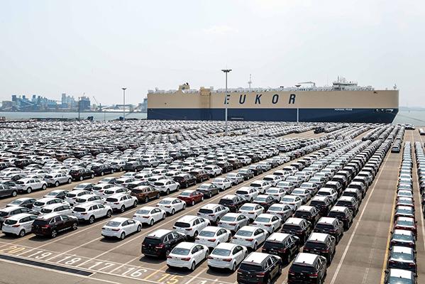 KIA har haft et fantastisk godt år i 2015, hvor det er blevet til 11.180 solgte enheder. Det er en stigning på 12,6 % i forhold til 2014. KIA slutter hermed året af i top 10 med en markedsandel på knap 5 %.