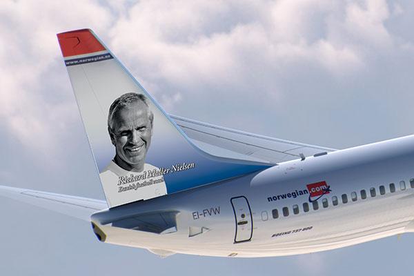 På 25-årsdagen for den danske EM-triumf offentliggør Norwegian den tidligere landstræner og europamester Richard Møller Nielsen som halehelt på selskabets nyeste fly.