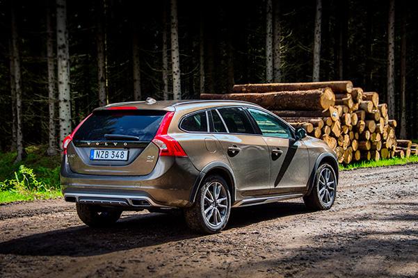 TEST: Vi har haft fornøjelsen af en Volvo V60 Cross Country og må konstatere, at den maskuline familie-offroader giver både smil og højt humør gode vilkår.