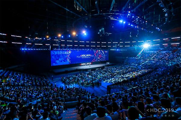 Huaweis serviceplatform, Huawei Mobile Services, runder nu 100 millioner aktive brugere. Det kom frem på weekendens Huawei Developer Conference.