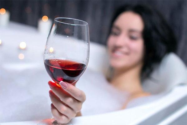 De fleste har prøvet at åbne en flaske vin, drikke tre glas, og hælde resten i vasken. Men det skal være slut nu.