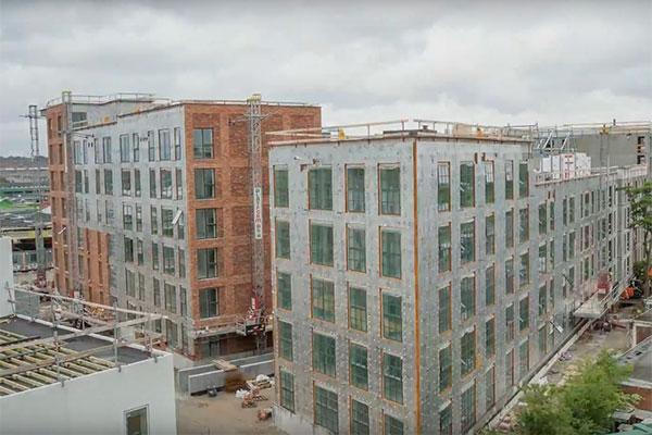 I 2016 blev første spadestik taget på Københavns nye bydel, Grønttorvet. De første ejendomme er allerede fuldt udlejet, og der er lavet væksthuse og fælleshaver for at skabe et socialt fællesskab i bydelen.