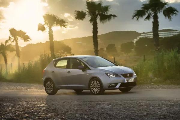 Flere danskere skal få øjnene op for de skarpe linjer, den 5-dørs SEAT Ibiza besidder, og derfor er prisen på alle udstyrsmodeller nu sænket med 10.000 kroner hos SEAT. De reducerede priser starter fra 119.900 for en SEAT Ibiza 5-dørs 1.0 TSI med 95 hk.