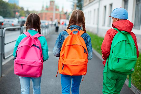 Hverdagen nærmer sig – børnene starter i skole igen, der skal smøres madpakker, og den daglige hente-og bringe-rutine går i gang.