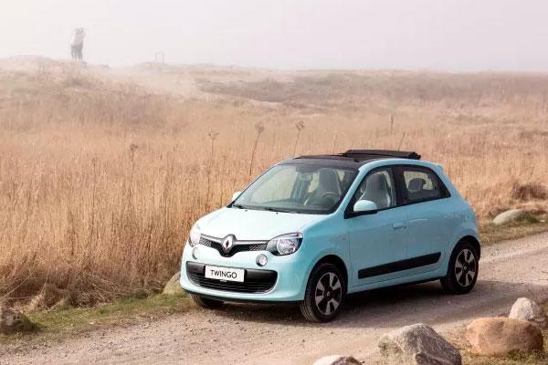Sommeren er ved at vise sig i Danmark, og det fejrer Renault med introduktionen af den lille Renault Twingo Breeze. En smart, lille sag med foldestoftag, så solen har fri adgang.
