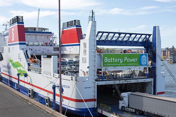 Den el- og dieseldrevne færge Stena Jutlandica har nu sejlet i en måned. Resultaterne har overgået alle forventninger.
