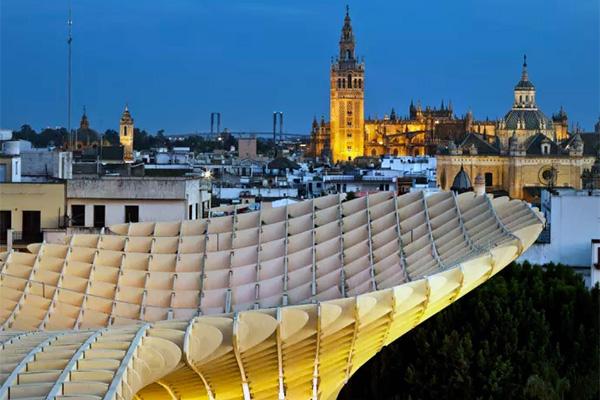 Med en historie, der går mere end 3000 år tilbage i tiden, er Sevilla en by, som byder på masser af mysterier og spændende fortællinger.