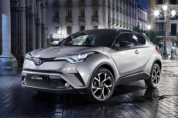 Når Toyota ved årsskiftet introducerer den helt nye og skarpt designede C-HR, sker det i første omgang med tre særdeles højtudstyrede udgaver til privatleasingpriser fra 3.495 kr. pr. måned.