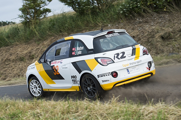 Jacob Madsen og Line Lykke Jensen har holdt sommerferie på førstepladsen i Danmarksmesterskabet i rally.