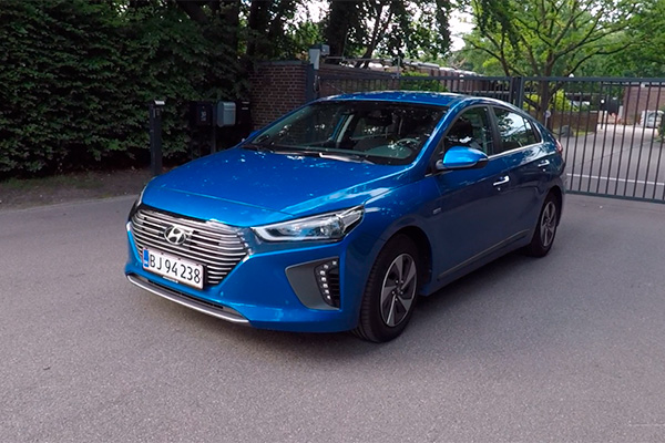 TEST: Hyundai IONIQ er et nyt bud på en el-baseret bil. Og den fås som hybrid, plug-in hybrid og i en ren el-version.