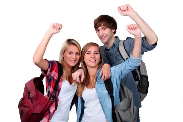 Når børn og unge under 18 år rejser alene til udlandet, kræver mange lande, at barnet eller den unge kan fremvise en tilladelse til at rejse fra forældrene. Flere rejsebureauer melder, at en række lande i stigende grad håndhæver disse regler, og at der kommer flere krav til dokumentation, når børn og unge under 18 år rejser på egen hånd ud af Danmark.