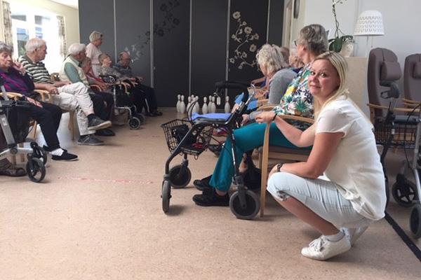 På Sengeløse Plejecenter i Høje-Taastrup Kommune med 50 fastansatte og 20 afløsere fyldte vagtplanlægningen alt for meget i hverdagen. I hvert fald ifølge daglig leder Camilla Bech-Hosvig, der hver dag havde telefonopkald og møder for at få vagtplanen til at hænge sammen bare for de nærmeste dage.