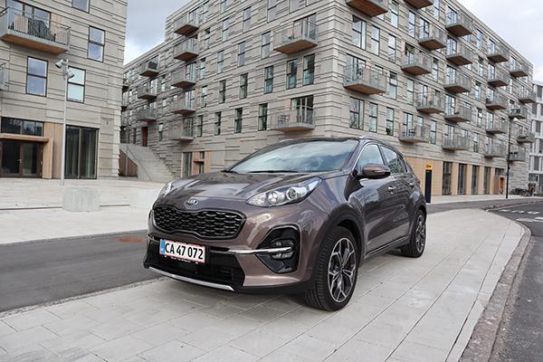 Interessen for SUV modeller er steget gevaldigt de senere år. Og med priserne på den nye KIA Sportage, kan flere hoppe med på vognen.