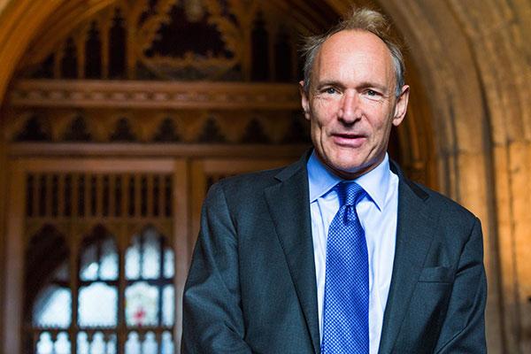 6. august 1991 offentliggjorde Tim Berners-Lee, opfinderen af World Wide Web, en kort beskrivelse af sit nye spændende projekt – og dermed var den første offentlige hjemmeside født.