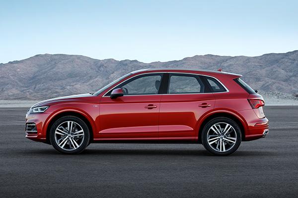 TEST: Anden generation af Audis successmodel Q5 er en alsidig limousine. Bilen oser af kvalitet, og så kan Audi noget med sine førerassistentsystemer, som får en til at slappe helt af.