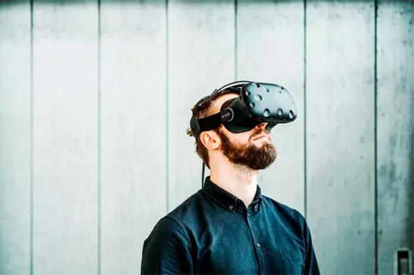 Ny platform med virtual reality skal lette vejen for bedre udnyttelse af velfærdsteknologi ude i kommunerne. Hver tredje af landets kommuner oplever, at accept af teknologi hos personale i plejesektoren er en barriere.