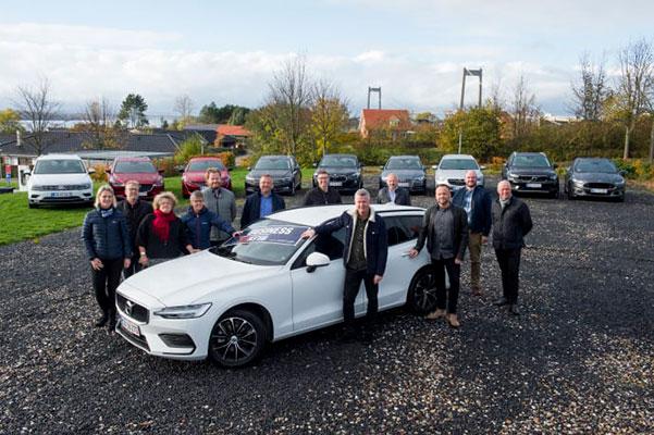 Over to dage i starten af november måned testede udvalgte medlemmer af fagforeningen Business Danmark sammen med to journalister fra Jyllands-Posten, Jens Overgaard og Christian Schackt, samt Stig Holm, der er fysioterapeut og afdelingsleder i Arbejdsmiljøcentret i Kolding, 10 biler. En af dem var Volvo V60, som blev den suveræne vinder.